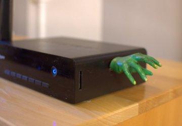 usb-zombie-hand-360x250.jpg